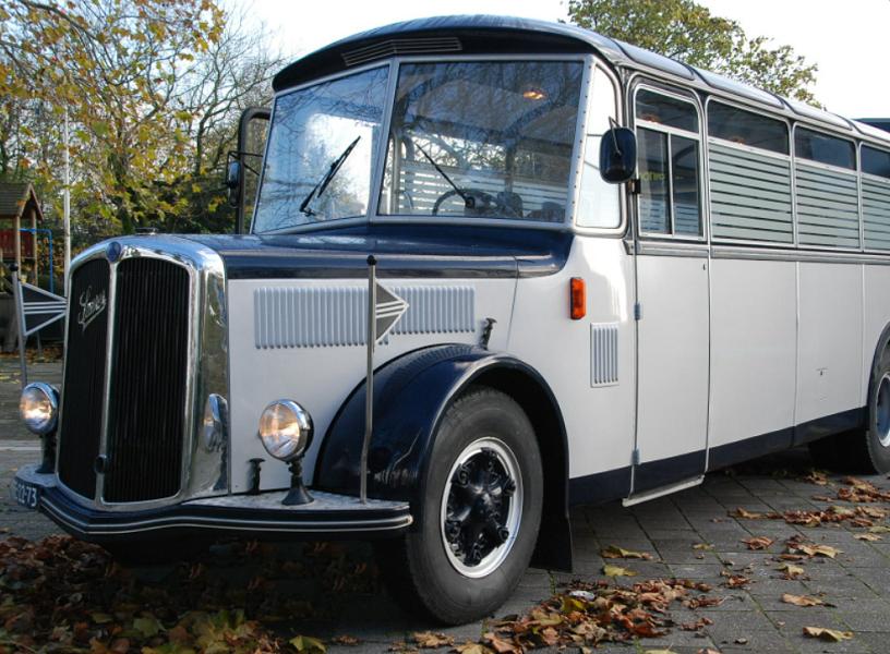 Nostalgische uitvaartbus - Charon Uitvaart