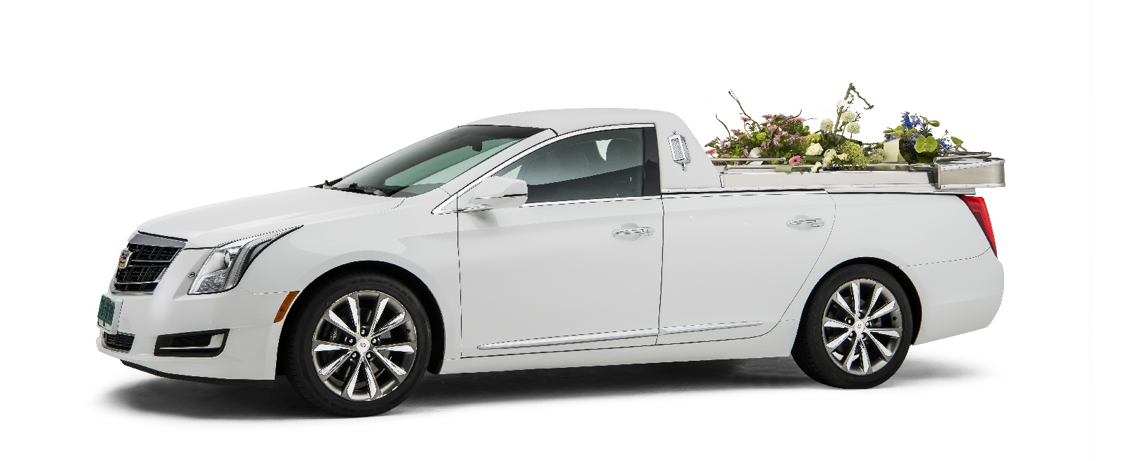 Caddilac-wit-open-bloemenauto-2020 Charon Uitvaart SV