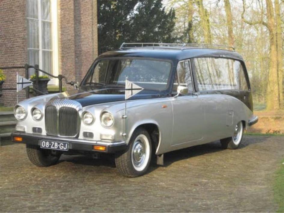 Oldtimer Daimler rouwauto - Charon Uitvaartbegeleiding
