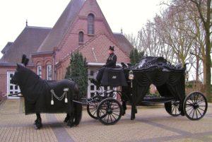 Rouwkoets met paarden - charon uitvaart